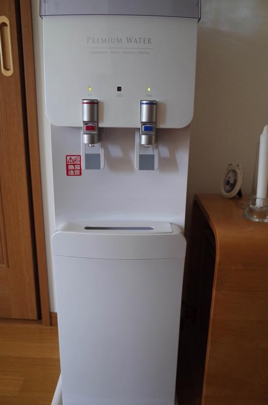 プレミアムウォーター 天然水宅配のウォーターサーバーを導入してみた!メリットとデメリットを紹介。