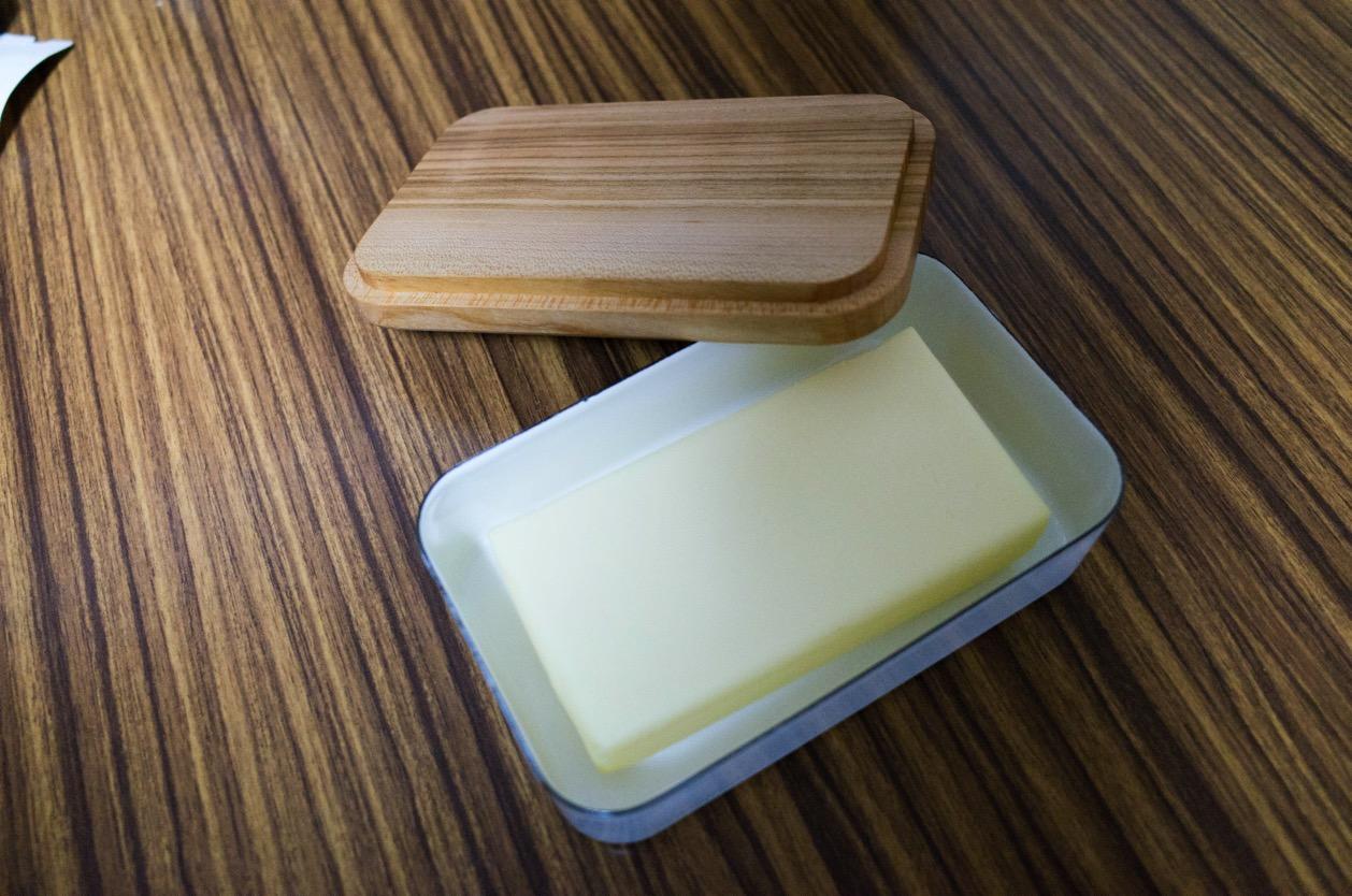 野田琺瑯のバターケースを買いました。やっぱりこの琺瑯の質感とシンプルさは最高!
