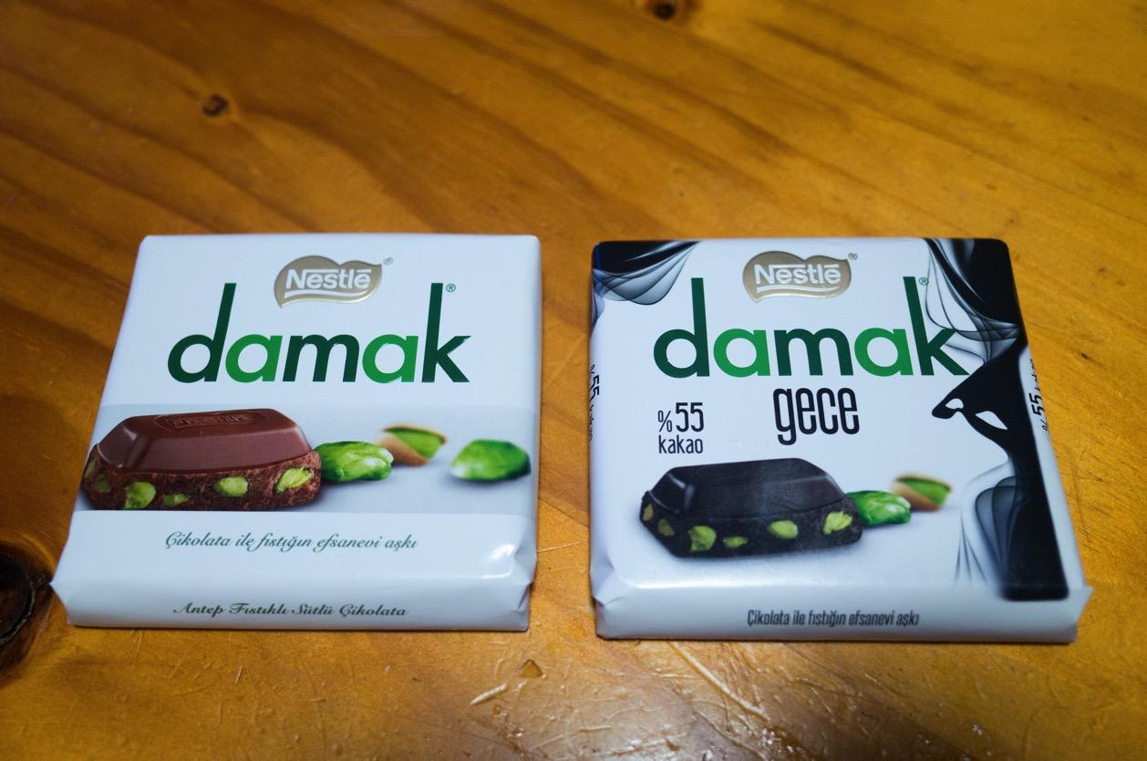 カルディで見つけた【ネスレ damak】なるチョコが美味い!ピスタチオたっぷり入ってるー!