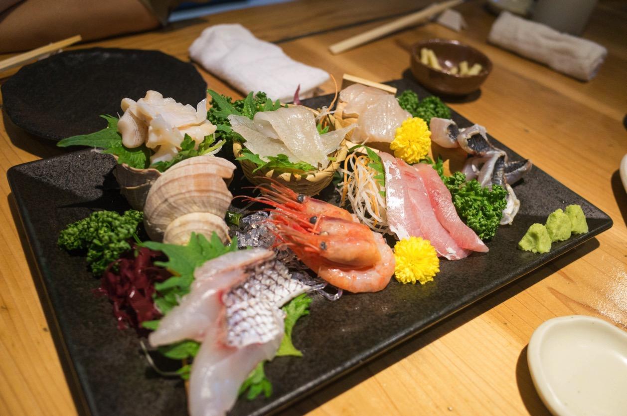 五郎 万代店(新潟市中央区東大通 )県外からのお客さんと一緒に!名物【五郎めし】は必ず食べてもらいたい逸品。