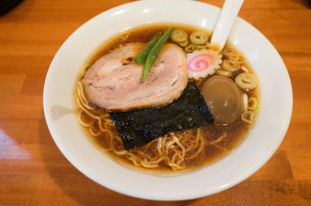 かまや食堂(福島県須賀川市)須賀川市役所近くの節系ラーメンはガツンと香るインパクト系。