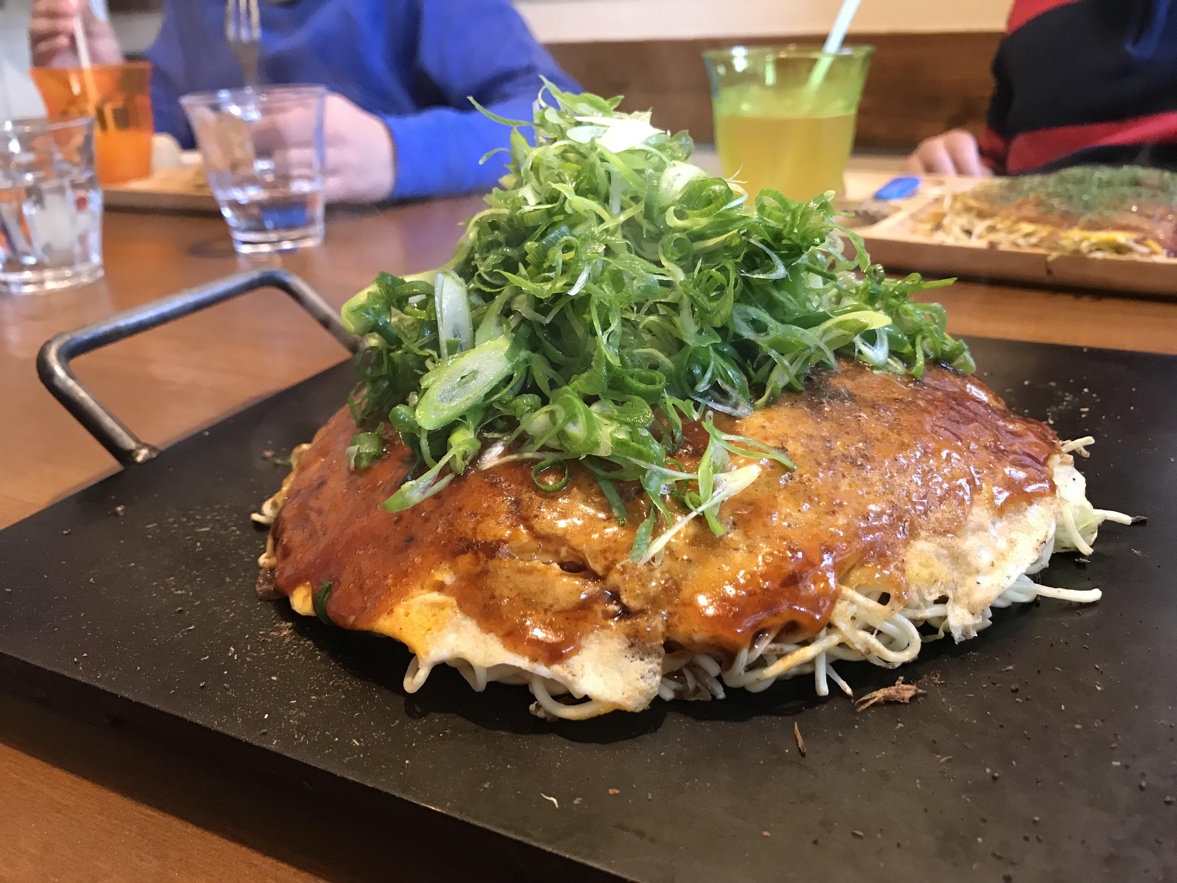 お好み焼き kate-kate(広島市安佐南区緑井) 拘りの詰まったあっさり系の味と南国情緒溢れるインテリアが印象的なお好み焼き屋さん。