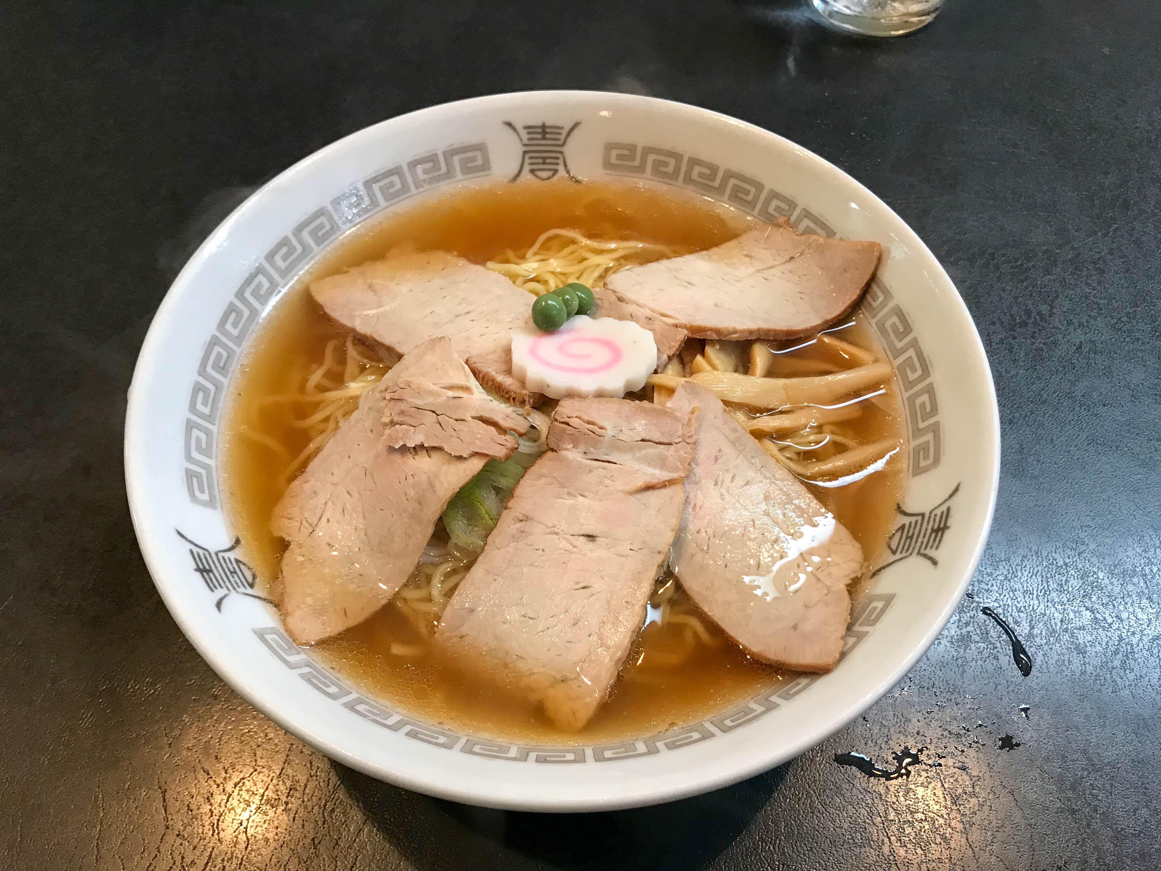 三吉屋 信濃町店(新潟市中央区信濃町) やっぱり新潟のラーメンと言えばこれなのかもしれない。超あっさり極細麺の優しさが沁みる。