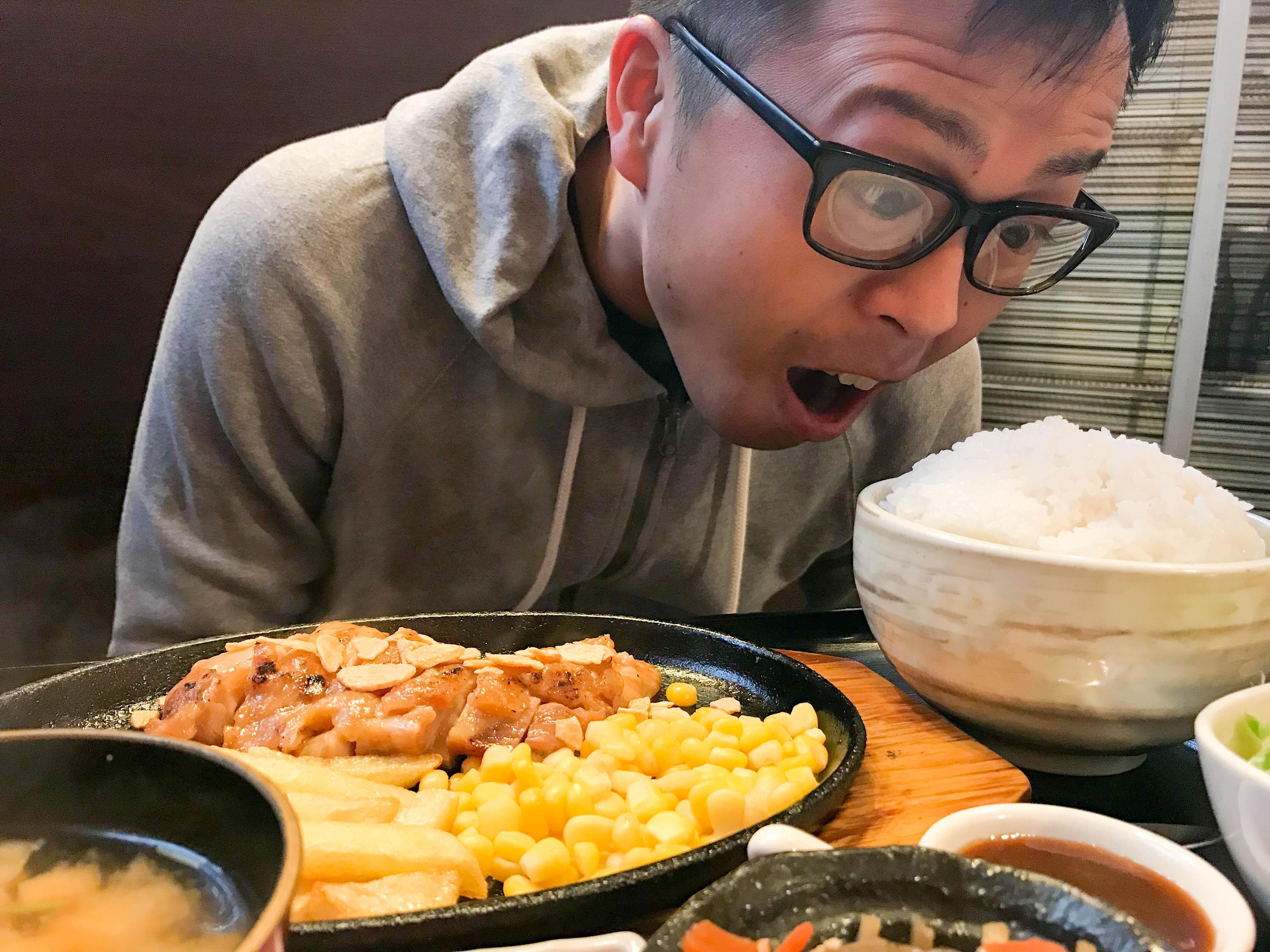 クッキングフォレスト(新潟市中央区姥ヶ山) デカ盛り有名店でチキンステーキ定食とチーズハンバーグカレーを食べてみた。
