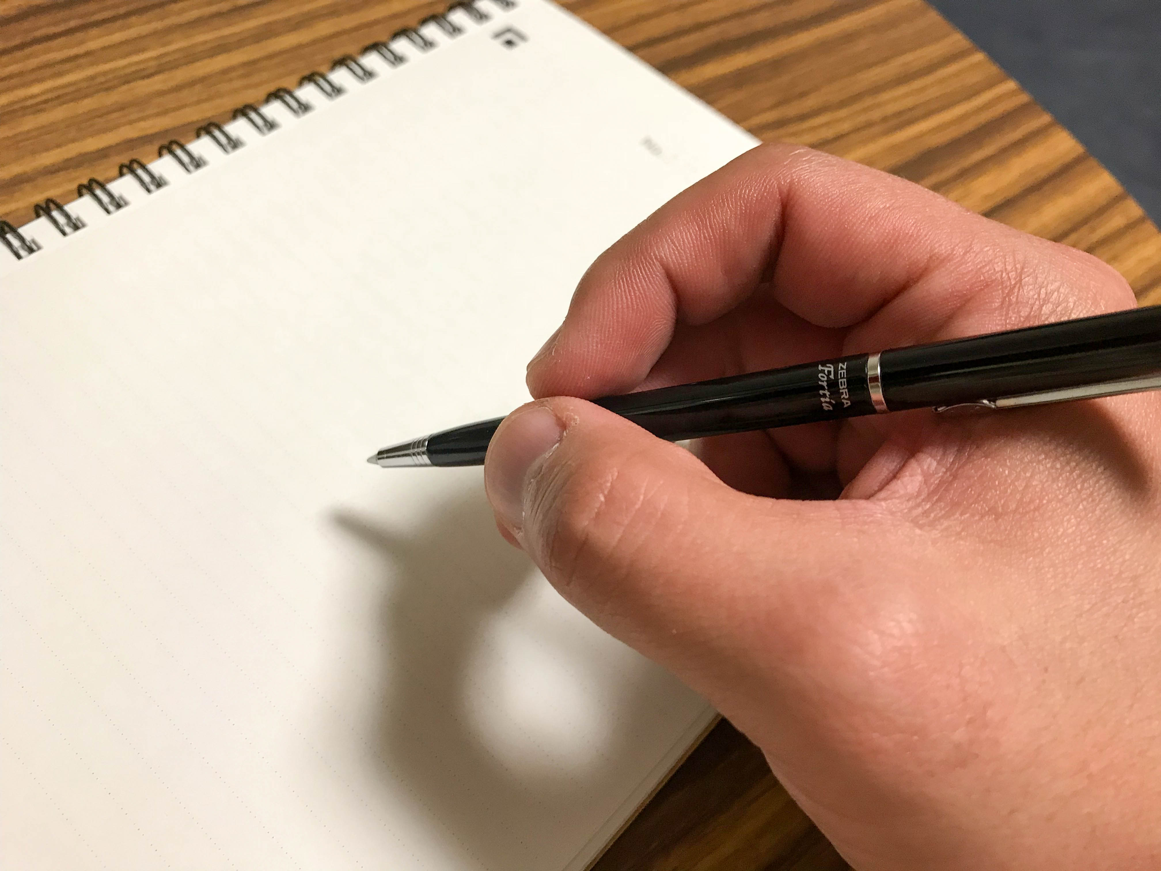 ゼブラのボールペン【フォルティア】 。コスパと値段以上の高級感を求めるならこの一本!