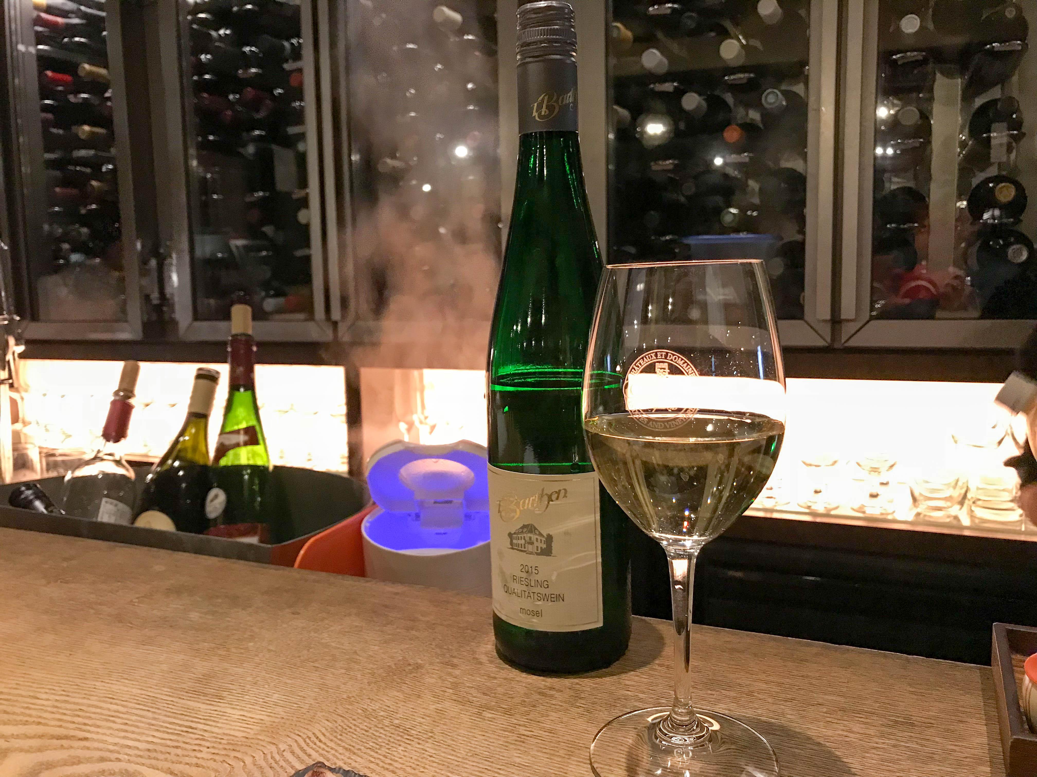 【やきとりwine炭葡萄】(千代田区神田佐久間町) おしゃれなワインバルでサク飲み。焼き鳥との相性はいかに。