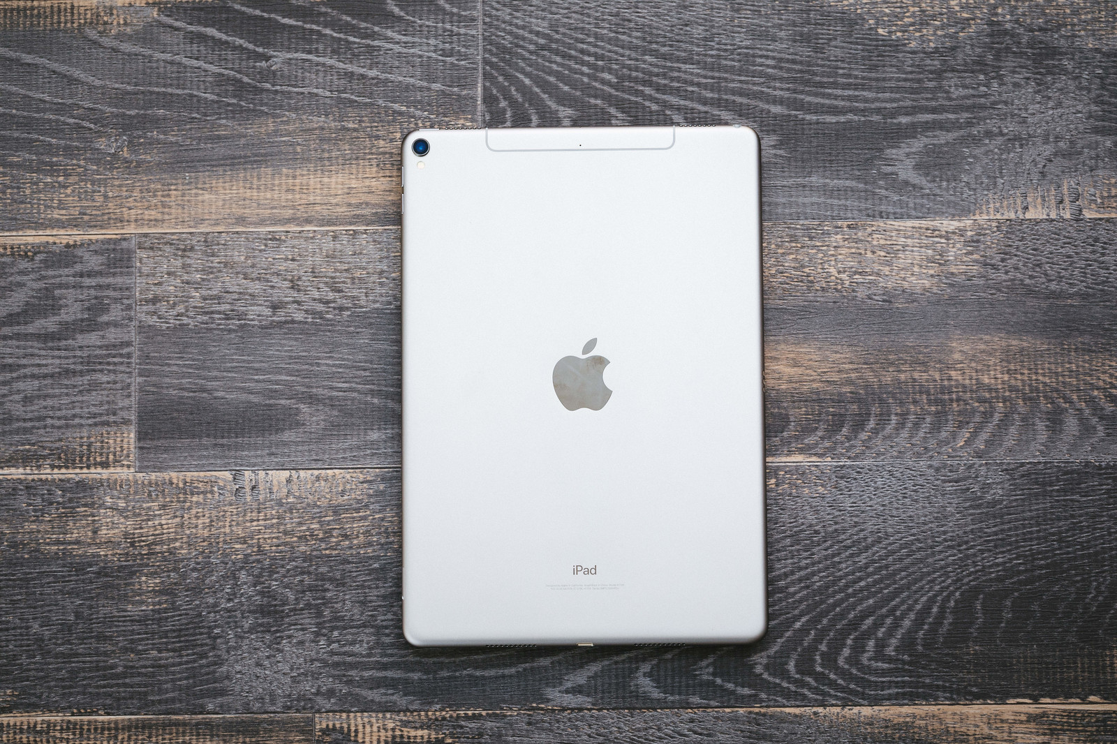 iPad Pro(10.5インチ)を買いました。それに伴って揃えたアクセサリーを紹介します!
