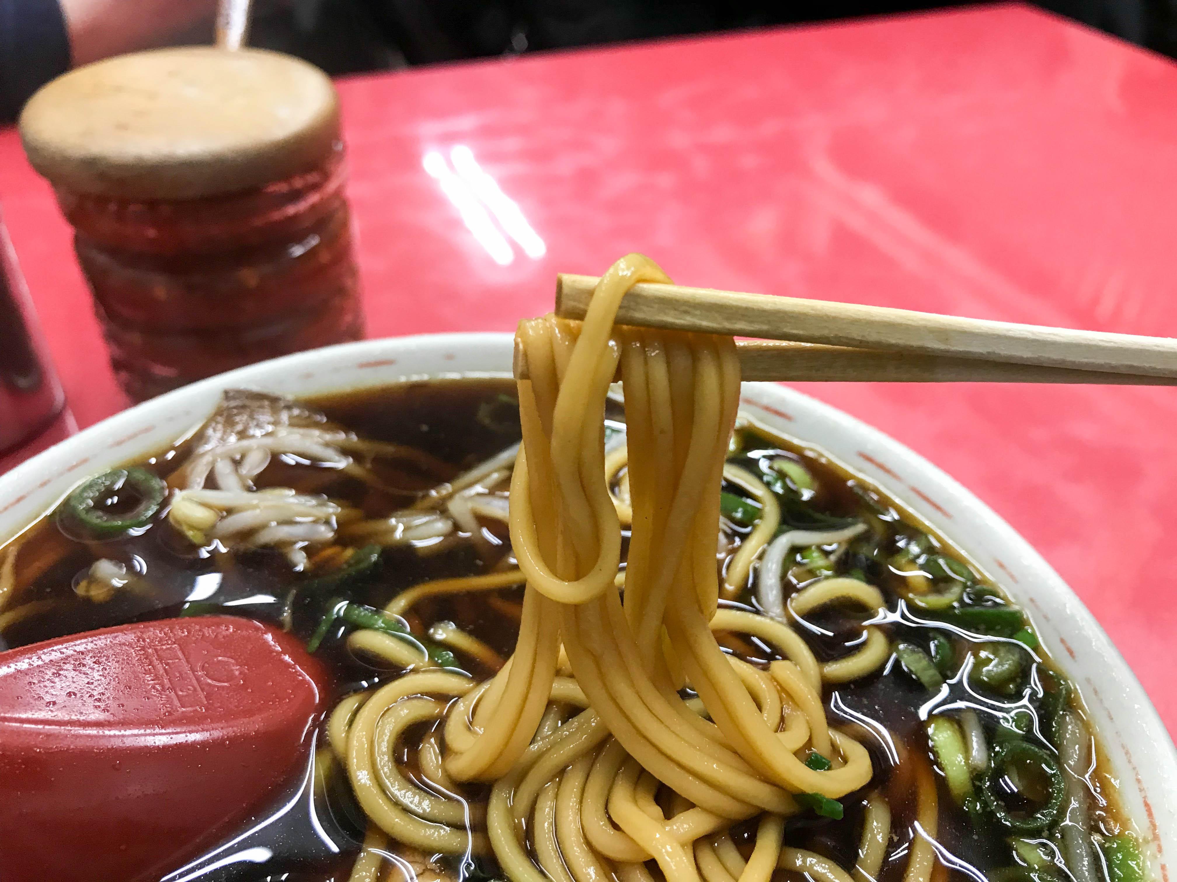 新福菜館本店(京都市下京区東塩小路向畑町)の中華そば。京都のラーメンはやっぱりここを外せない!ヤキメシも食べなあきまへんでー。