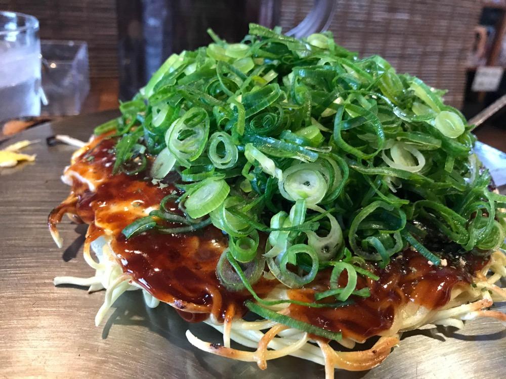 ねぎ庵(広島市安佐南区川内) デートでも使えるオシャレなお好み焼き屋さんの「ねぎ庵スペシャル」はクセになりそうな味。